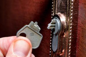 broken key snapped in lock